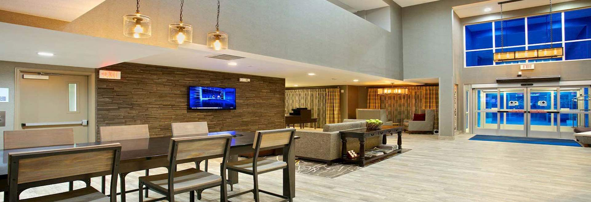 Lobby- Holiday Inn Express & Suites Paso Robles