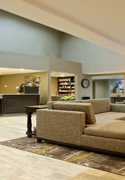 lobby-in-holiday-in-express-and-suites