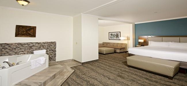 Jacuzzi Suites at Holiday Inn Express Hotel & Suites - Paso Robles