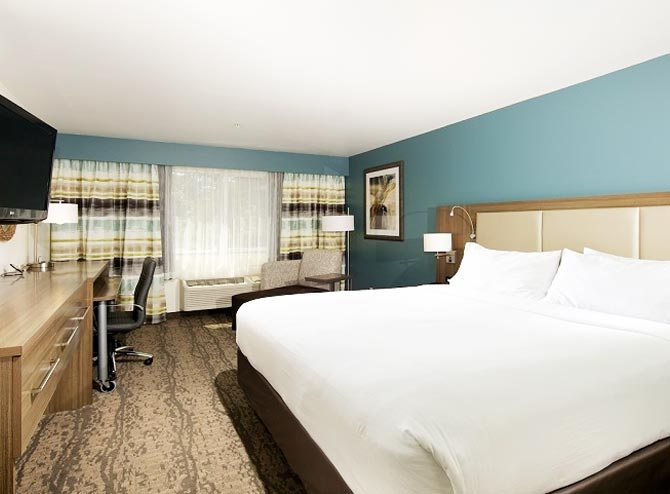 Guestrooms At HolidayInn Express & Suites, Paso Robles